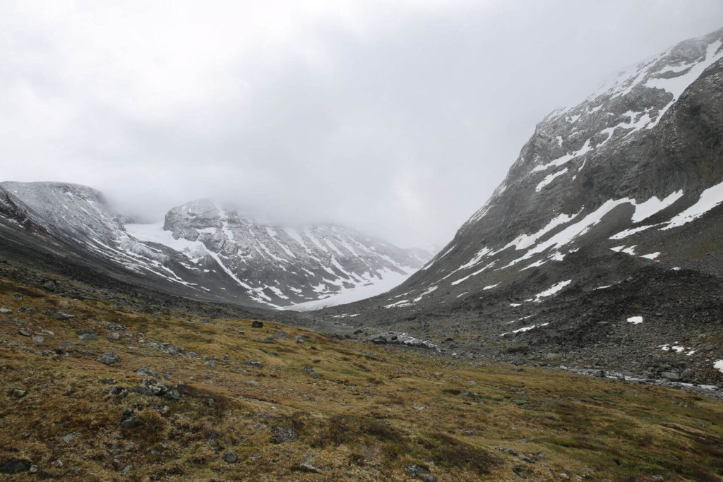 Approaching the Hellstugubrean glacier. Where the vegetation ends and the scree begins marks the maximum extent of the glacier during the Little Ice Age (c. AD 1750). The glacier has retreated 1.3 km since then, and thinned.