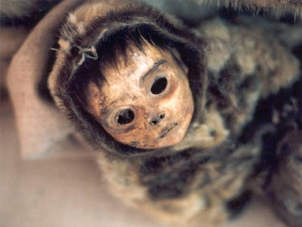 A Greenland child mummy