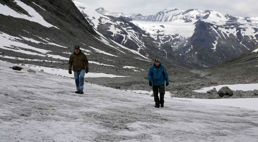 Reidar and Lars surveying the front of the Hellstugubrean glacier.