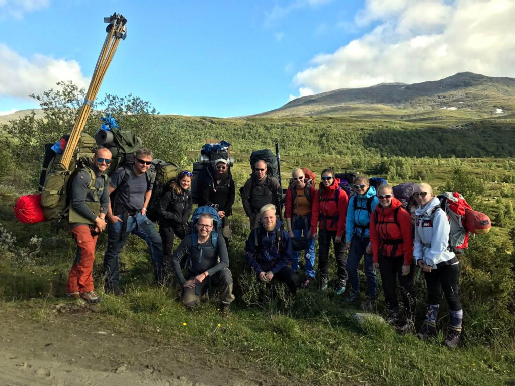 The 2017 fieldwork team for Lauvhøe, including carriers.