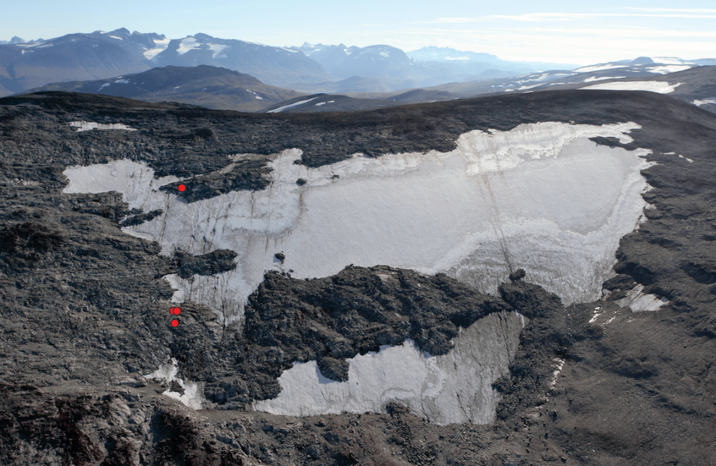 The Lendbreen ice patch with find spots for parts of the ski/snowshoe in red.
