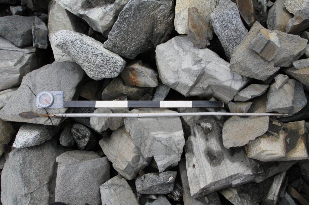 A complete arrow from AD 700, as it was found in the scree.